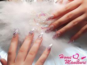 Нарощенные ногти с мерцающим декором