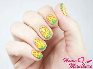 Яркие краски ананасового нейл-арта