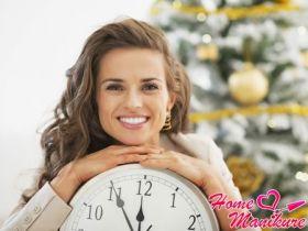 Варианты красивого новогоднего маникюра с часами