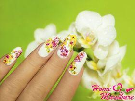 Восхитительно нежный маникюр с орхидеями