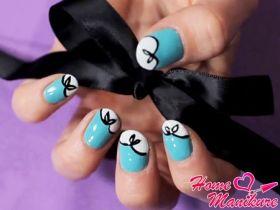 Нежный дизайн ногтей с бантиками