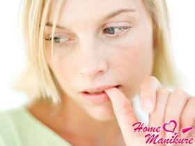 Причины появления дистрофии ногтей и ее лечение
