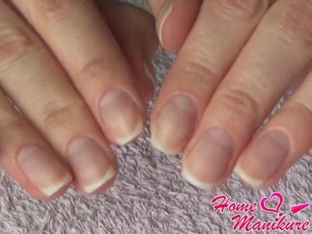 аккуратные обработанные ногти