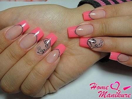 розовый французский маникюр с точками