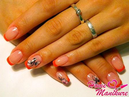 яркий дизайн ногтей френч со стрекозой