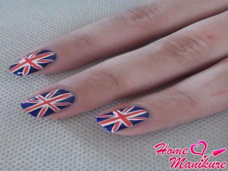 готовый британский флаг на ногтях