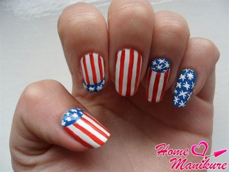 американский флаг на ногтях