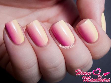бежево-розовый градиент
