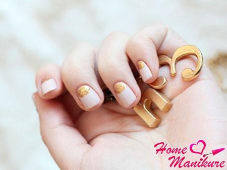 бежевое золото на ногтях