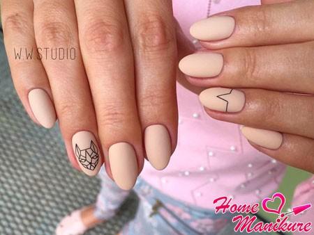 бежевые ногти с тонким рисунком