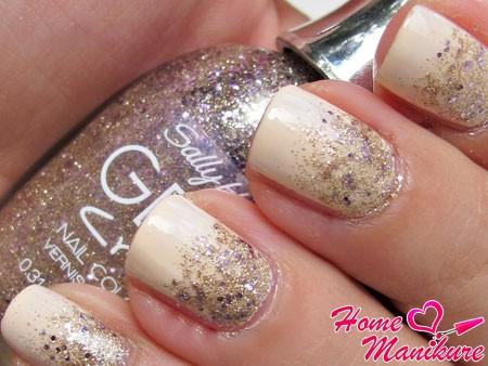 блестящее покрытие на ногтях в лунном стиле