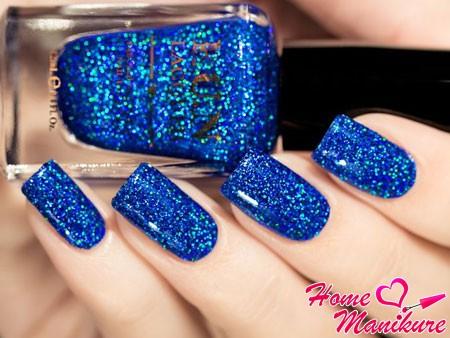 блестящий синий маникюр