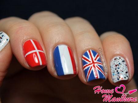 британский французский и датский флаг на ногтях