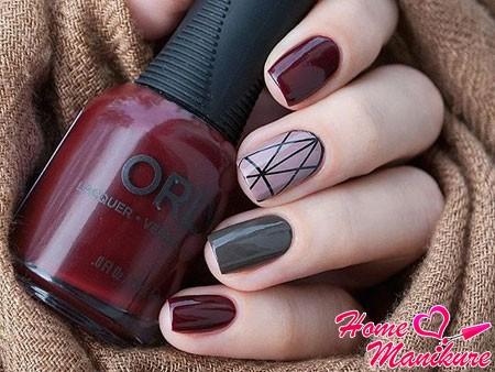 черные линии на среднем пальце