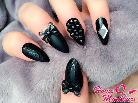 черные ногти со стразами