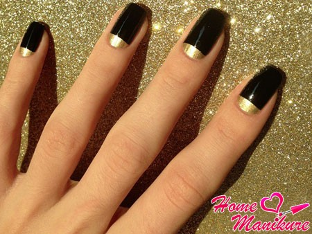 черный дизайн с золотым полумесяцем