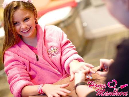 Бережный уход за детскими ногтями