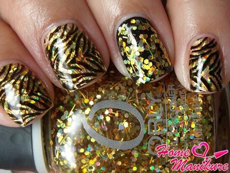 диско маникюр с золотыми блестками