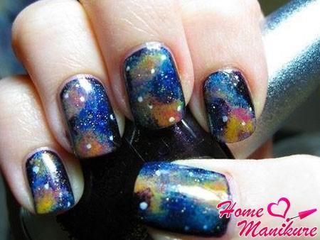 дизайн ногтей в стиле космоса