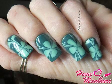 дизайн ногтей с клевером