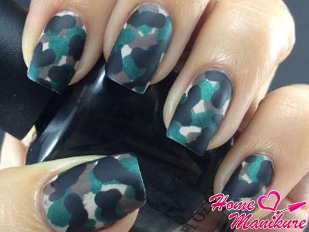 дизайн ногтей в камуфляжном стиле