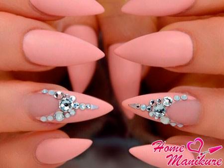 дизайн розовых матовых ногтей