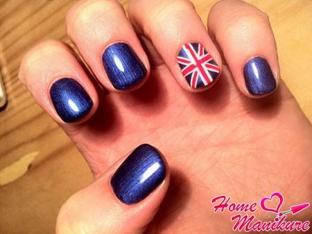 флаг Великобритании на безымянном пальце
