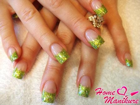 френч маникюр с зелеными блестками