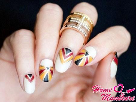 геометрия на белых ногтях