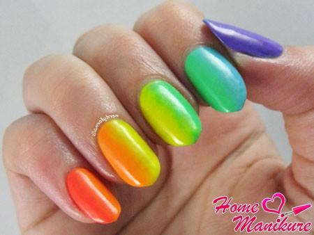градиентная радуга на ногтях