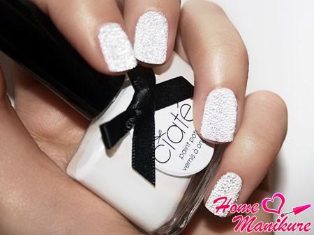 икорный дизайн ногтей белого цвета
