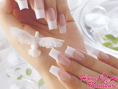классический френч на длинных ногтях