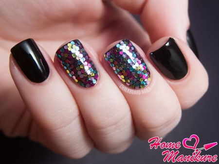 классный дизайн ногтей из разноцветного глиттера