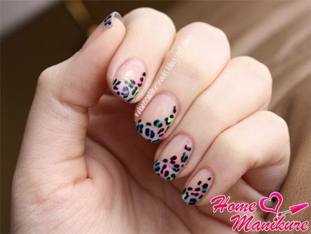 красивая пятнистая линия улыбки на ногтях