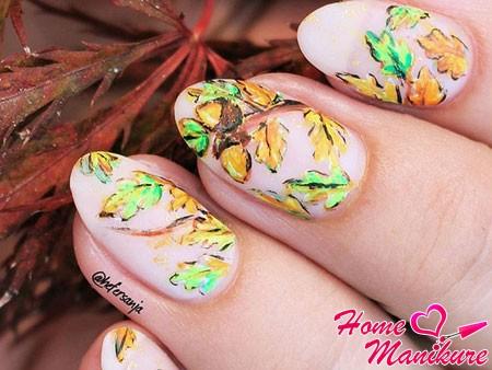 красивые рисунки листьев на ногтях
