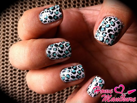 леопардовый дизайн в холодным тонах