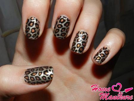 леопардовый маникюр с помощью наклеек minx