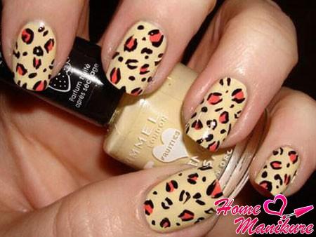 леопардовый рисунок в теплых тонах