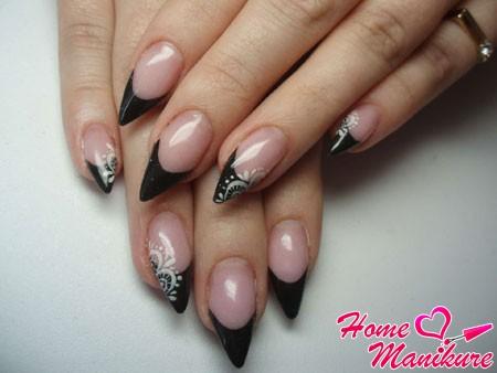 маникюр френч на острых ногтях в черном цвете