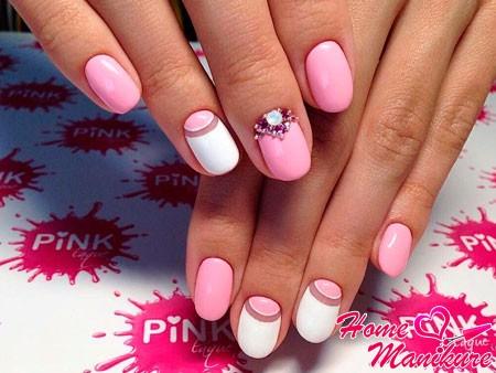 модный бело-розовый маникюр