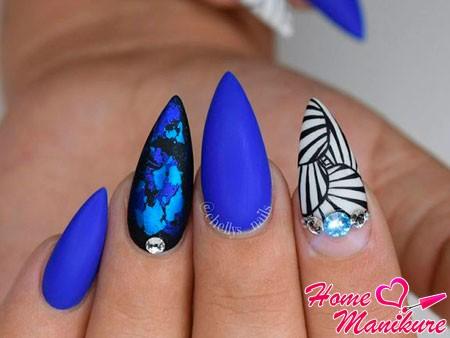 модный дизайн на острых ногтях