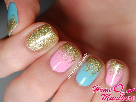 модный дизайн ногтей с золотыми блестками