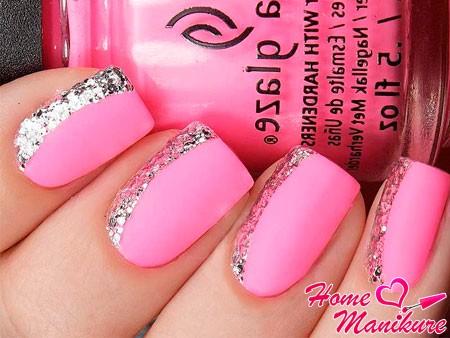 модный розовый нейл-арт