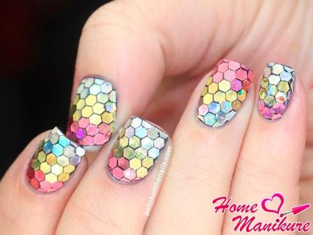 мозаика из блесток на ногтях