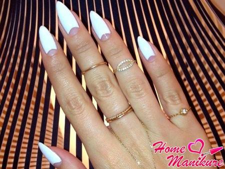 нарощенные лунные ногти