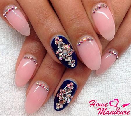 очень красивые ногти с кристаллами