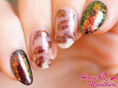 падающие листья на ногтях