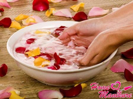 распаривание рук в ванночке