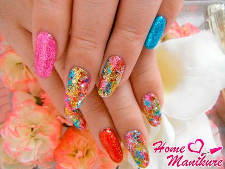 разноцветный дизайн ногтей с блестками