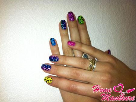 разноцветный леопардовый маникюр
